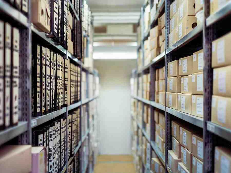 archief-bezoek-yolanda-lippens-yory-pixabay